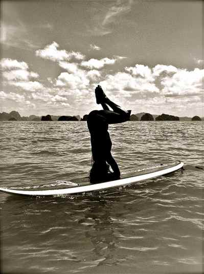 headstand on SUP board4-small