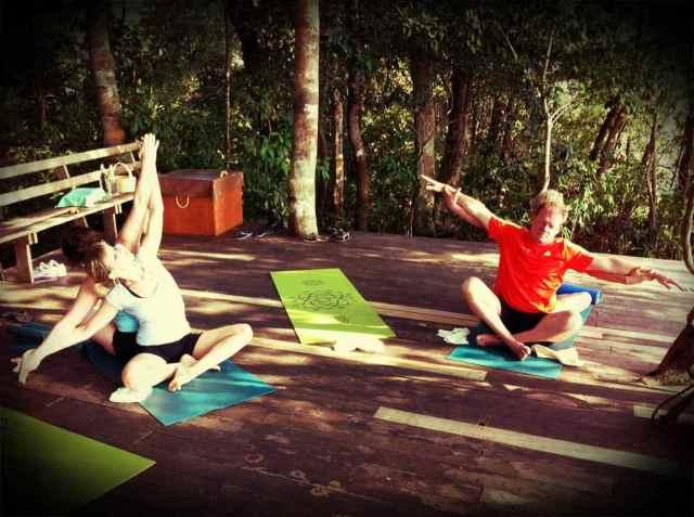 yoga class-partner yoga2