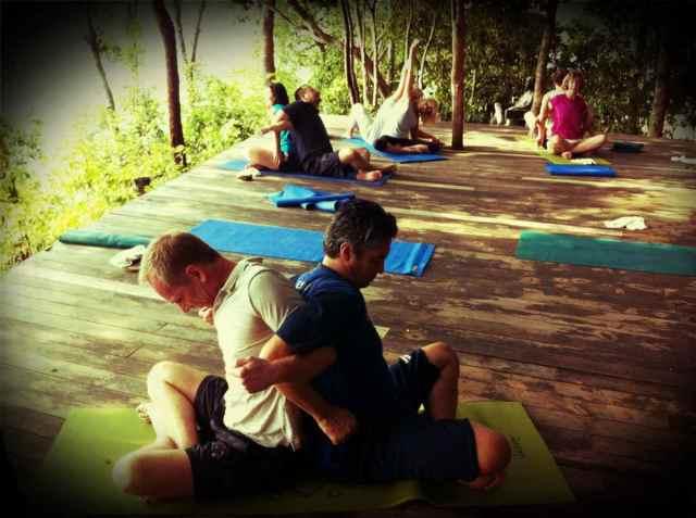yoga class-partner yoga3