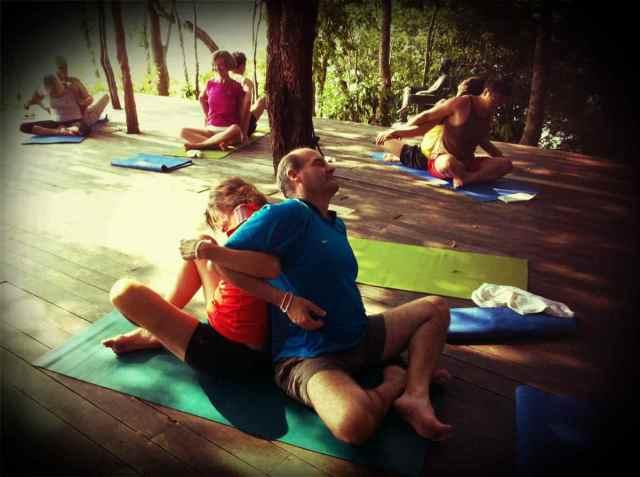 yoga class-partner yoga7
