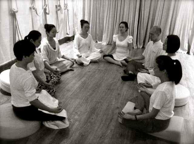 reiki group meditatin