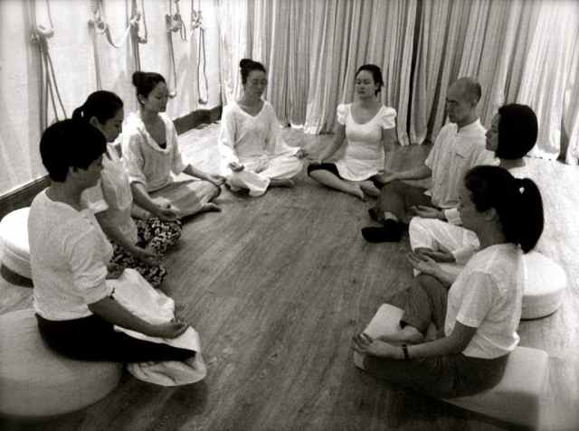 reiki group meditatin
