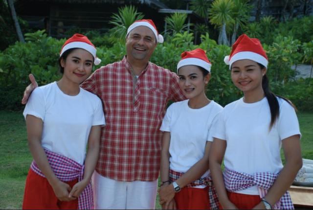 Manish+waitresses
