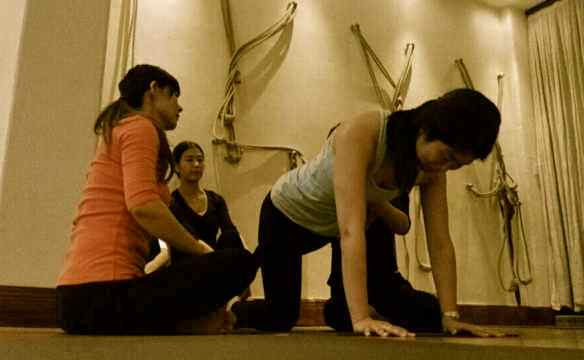 CQ Yoga WS-Jo teaching1