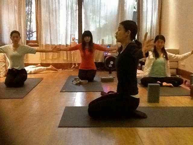 CQ Yoga WS-Jo teaching2