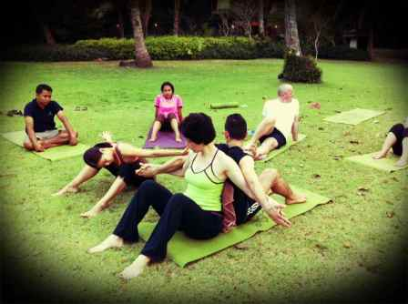 Jo teachin partner yoga