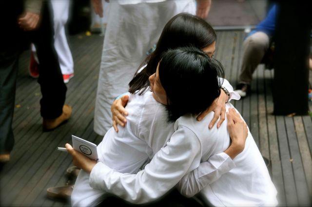 jo hugging student22